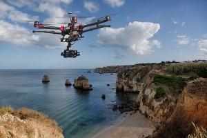 dronepedia_acantilado
